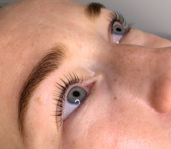 Lash lift and brow shaping+henna by Elen