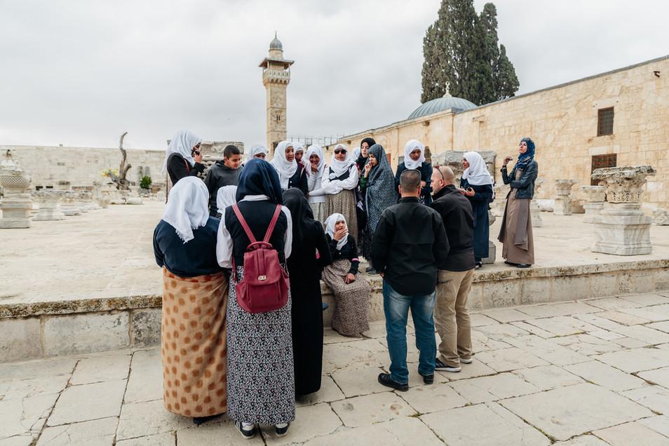 Jerusalem_People_Women at the Haram al S