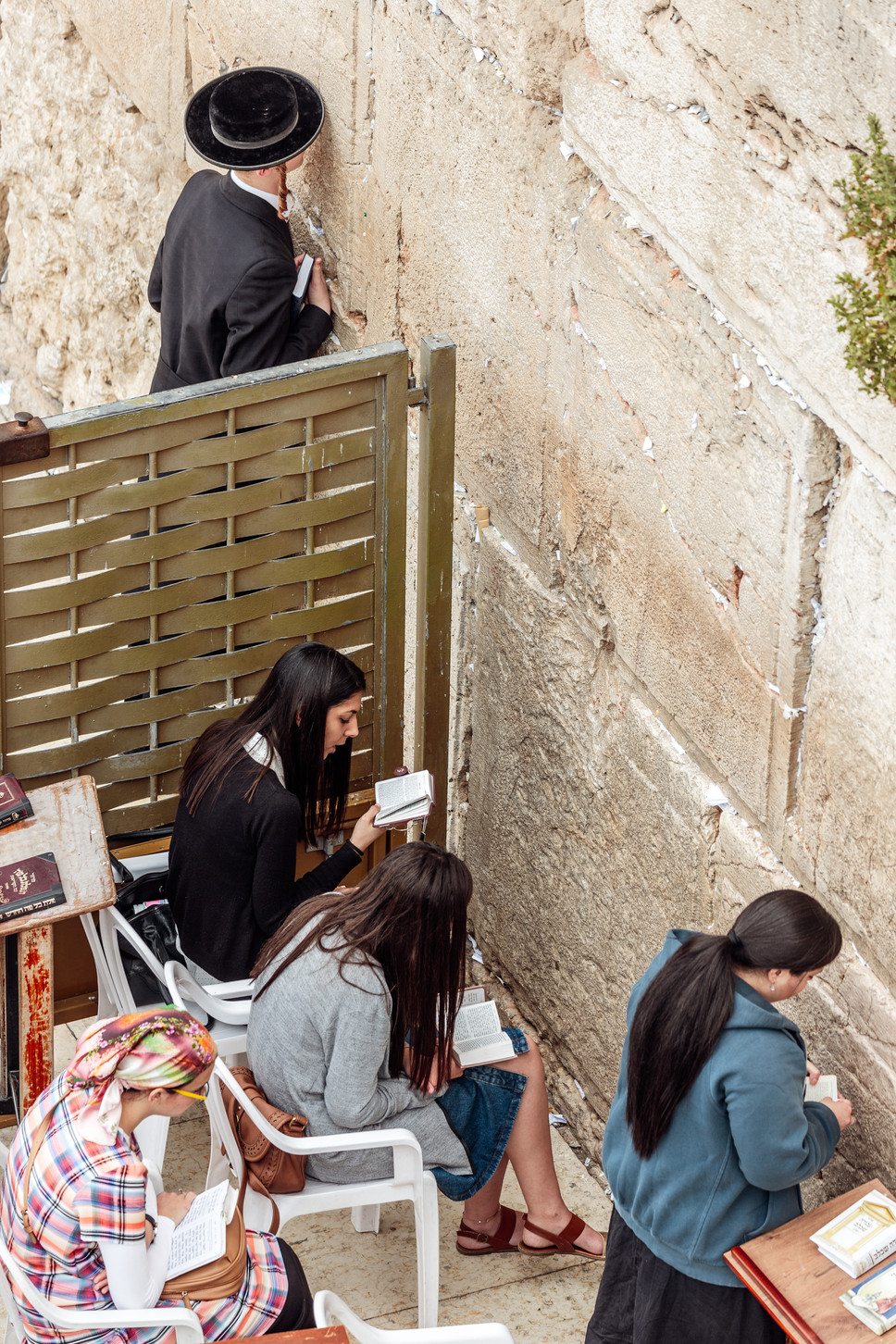 Jerusalem_People_Women at the Kotel 4.jp