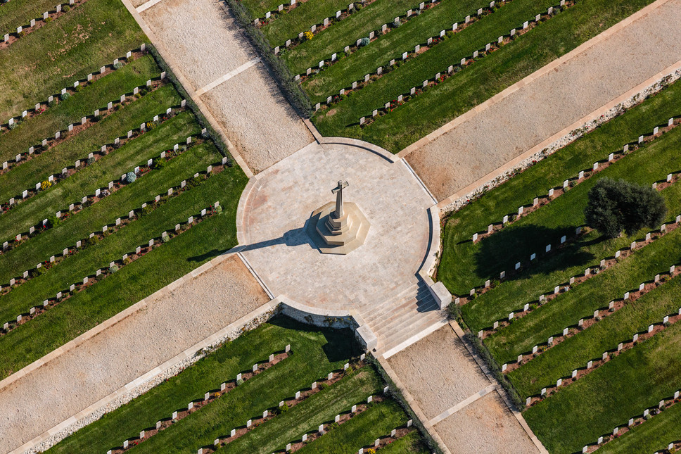 Jerusalem_East_British Cemetery 1.jpg