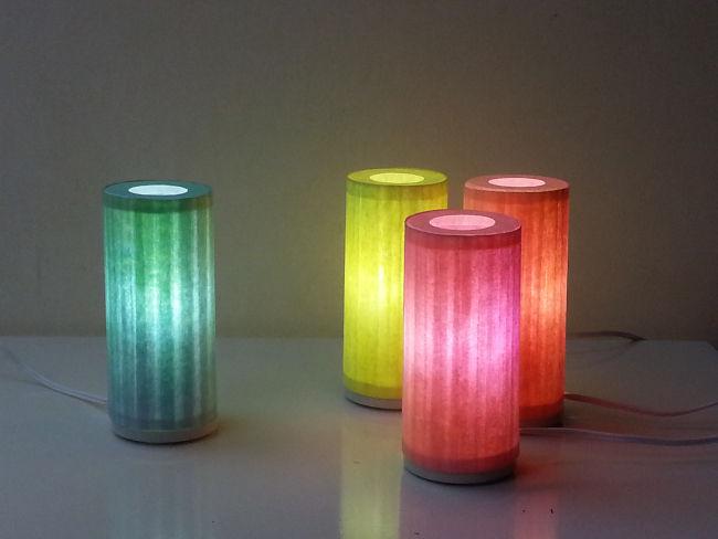 Kleines Licht, Tischleuchte aus gefärbtem Japanpapier, handgefertigt