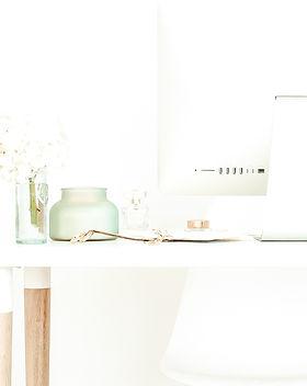 haute-stock-photography-teal-desktop-fin