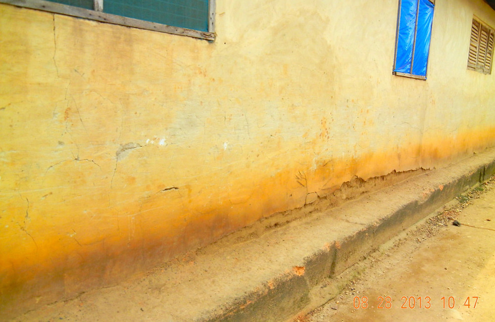 DARKER STAIN ALONG THE BOTTOM SECTION OF THIS HOUSE MARKS THE WATER LEVEL AT THIGH TO WAIST HEIGHT (Photo Kwei Quartey)