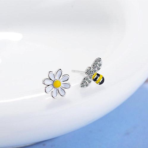 Bumble Bee & Daisy Studs