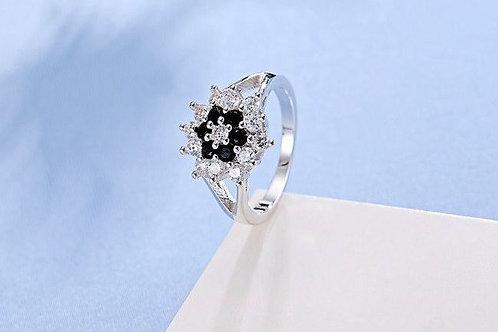 Black & White Flower Ring