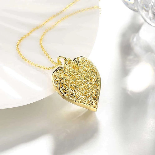 Flowers & Leaves Heart Gold Necklace