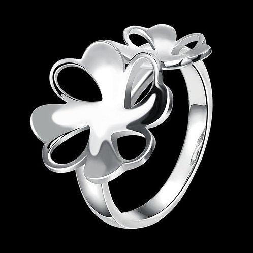 Elegant Hollowed Out Flower Ring