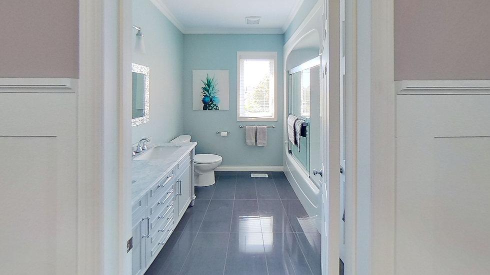 33-Clayton-Cres-Bathroom.jpg