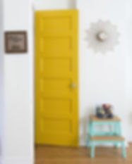White-wall-paired-with-a-yellow-door_edi
