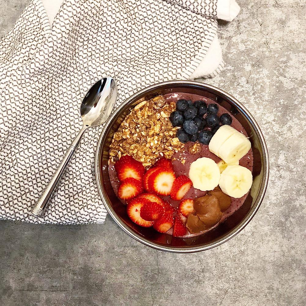 berry acai smoothie bowl