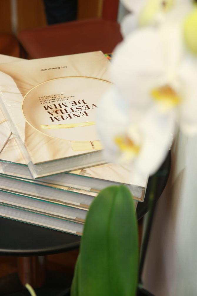 """Casa do Saber (SP) recebe Cris Bemvenutti para noite de autógrafos do livro """"Enfim Vestida de Mim"""""""