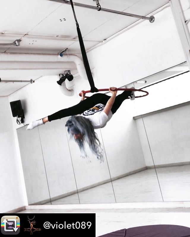 Aerial Hoop Machine Gun Split