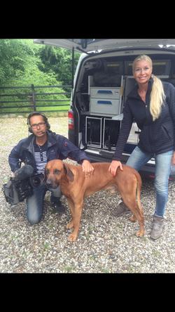 Tv2News,_Anette_og_Ziom,_2016._Reportage_ang._Undslupne_Dødningehovedaber_fra_Odense_Zoo.