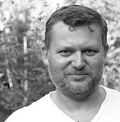Larikov Foto 02 grey.jpg