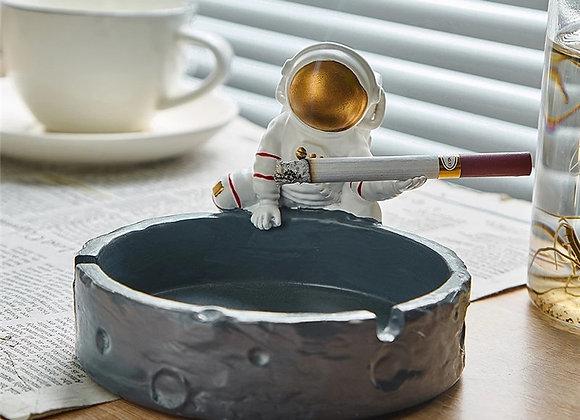 Creative Astronaut Ashtray Resin Smoking Accessories