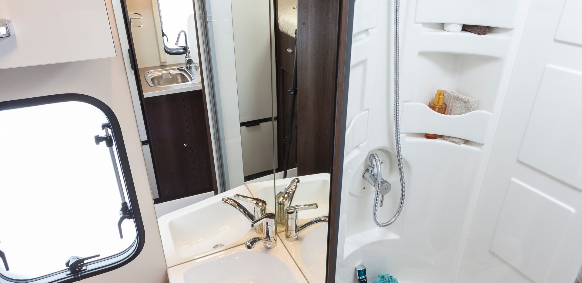 Zefiro 675_washroom and shower.JPG