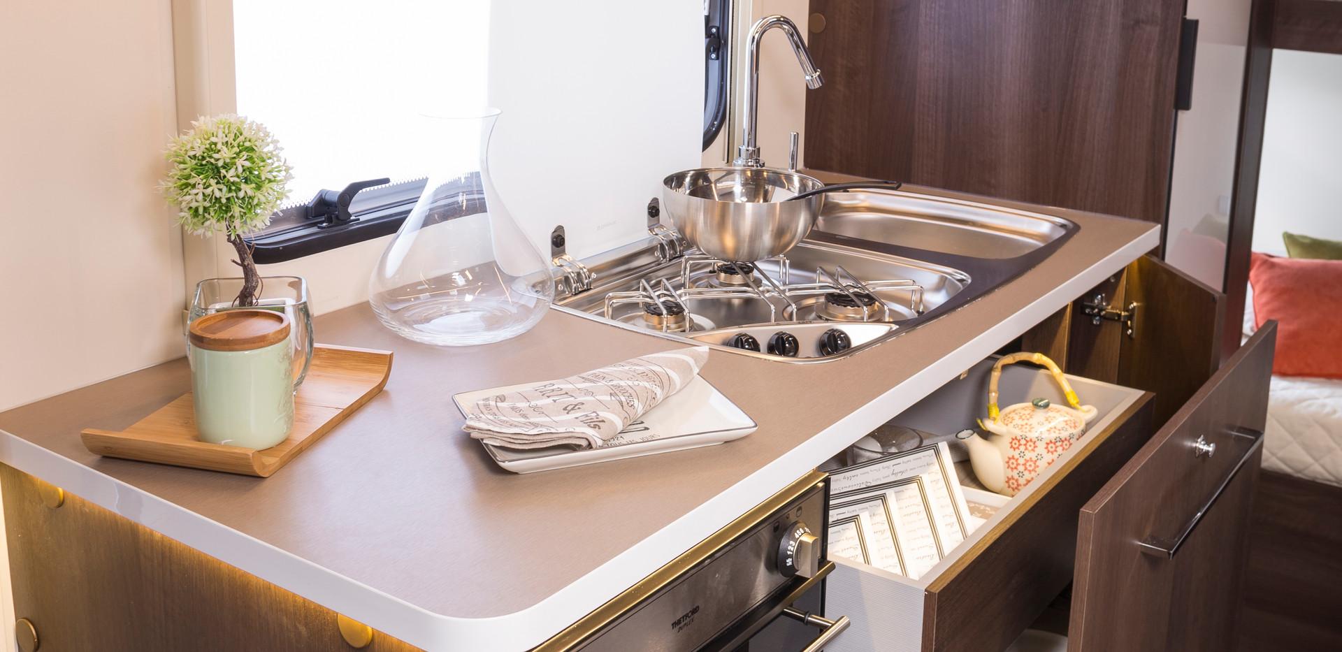 Zefiro 675_kitchen.JPG