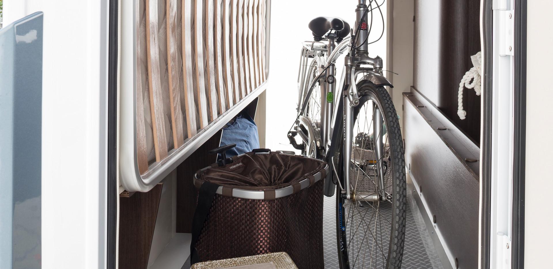 Zefiro 675_external storage area.JPG