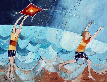 dzieci bawią się latawcem na tle błękitnego morza i nieba