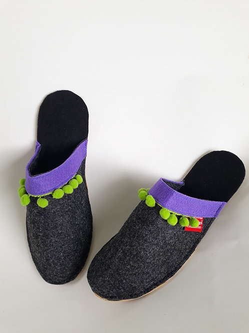 Decorated Grey Slippers Pantifas