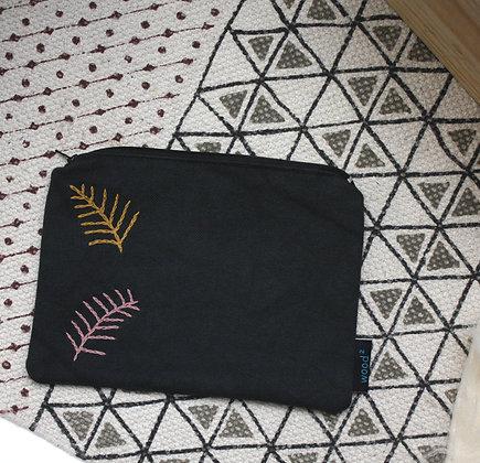 Pochette brodée feuilles rose et jaune