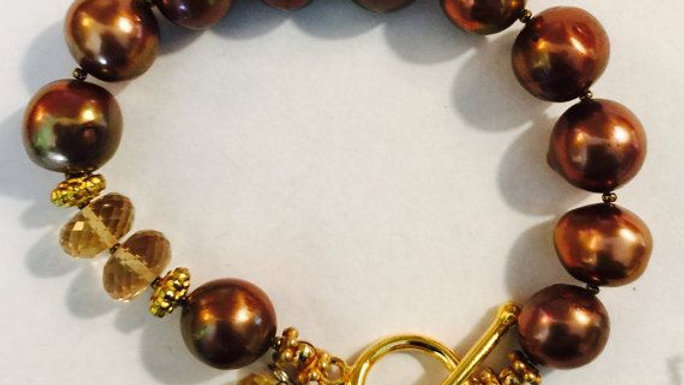 pearl bracelet with gold toggle clasp