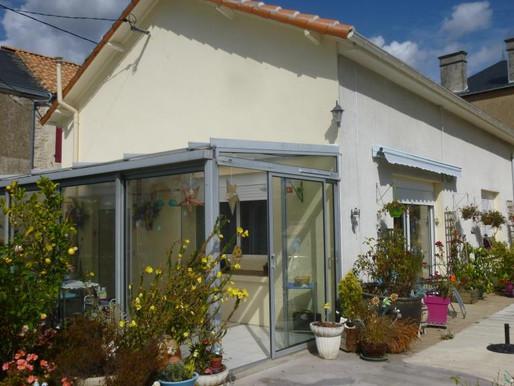 A VENDRE Maison de village Saint-Saviol - 2 chambres - cour de 381m² - aucun travaux à prévoir