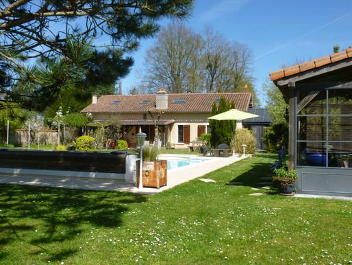 A VENDRE Propriété de campagne Saint Martin L'Ars - piscine - parfait état - terrain 2ha