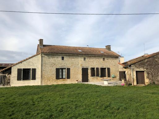 A VENDRE Maison de campagne SAVIGNE - 4 chambres - Piscine - terrain 4306m²