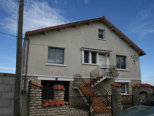 A VENDRE Maison sur 2 niveaux BLANZAY - 4 chambres - garage - Jardin 650m²