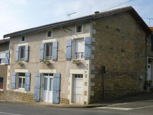 A VENDRE Maison de campagne Surin - 4 chambres - 240m² - 3.28ha - ancien restaurant