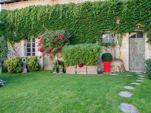 A VENDRE Maison de ville Civray - 3 chambres - 109m² de jardin - rénovée