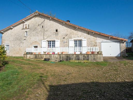A VENDRE Corps de ferme Chatain - 5 chambres - 1.4ha de terrain attenant