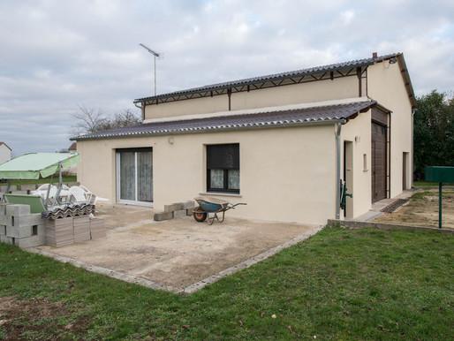 A VENDRE Maison d'habitation Blanzay - 4 chambres - 2 garages - terrain de 2440m²