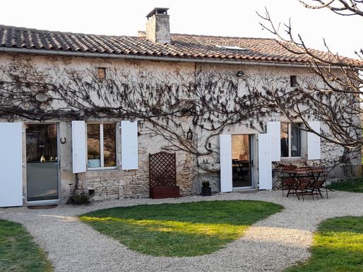 Belle maison de campagne entièrement rénovée, 3 chambres et grand jardin clos 145m²