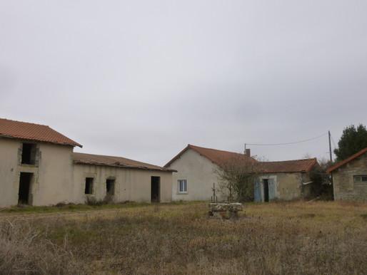 A VENDRE Propriété de campagne Paizay-Naudouin-Embourie 1.8ha maison 3 chambres - maison à rénover