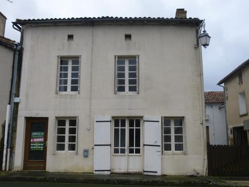 A VENDRE Maison de village Joussé - 145m² habitables - courette - jardin