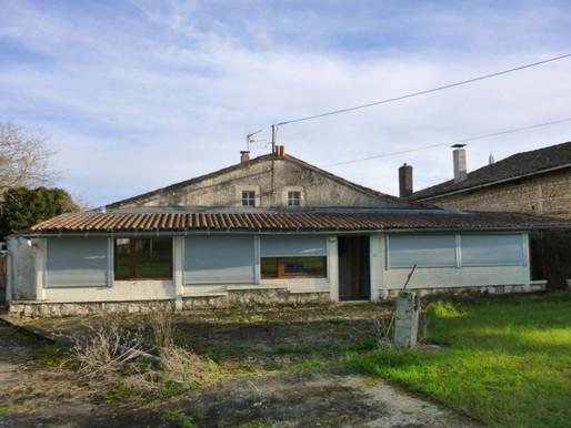 A VENDRE Maison de village à rénover Chaunay - jardin et garage