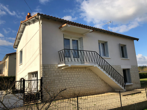 A VENDRE Maison sur sous-sol Civray - 3 chambres - garage - jardin