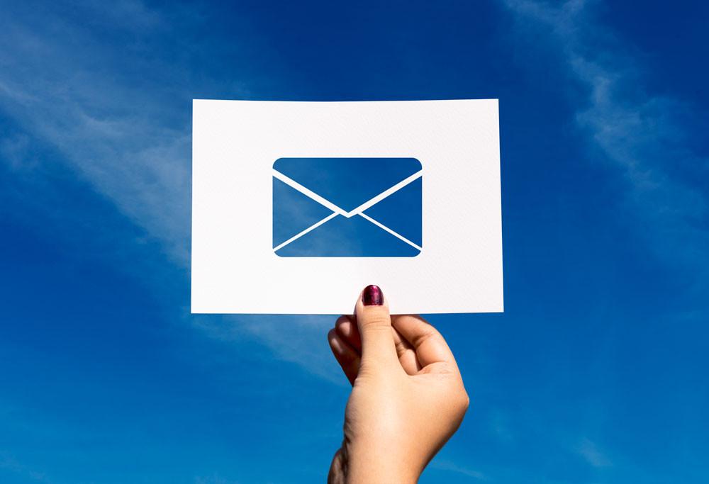 início da comunicação em rede com o envio de e-mail na web 2.0