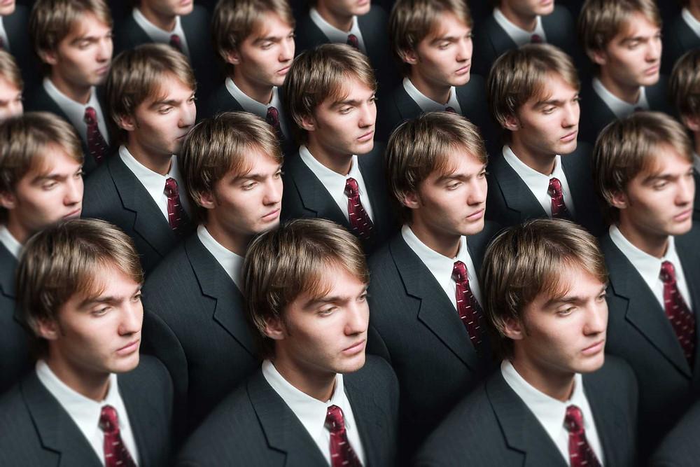 gente igual, identico, homem igual, massificação
