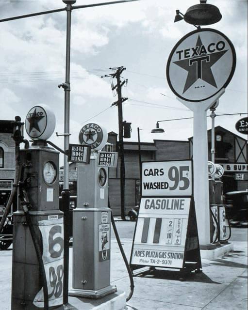 foto antiga de posto de gasolina