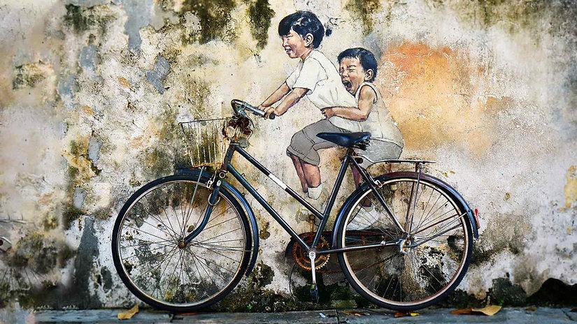 criancas-irmos-juntos-bicicleta-pintura-