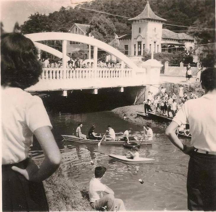 foto antiga di Rio Bengalas, o rio que corta a cidade de nova friburgo, rj