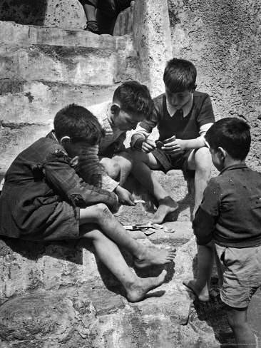 crianças brincando juntas foto antiga