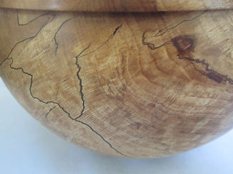 close-up of natural graining on the beech wood bowl