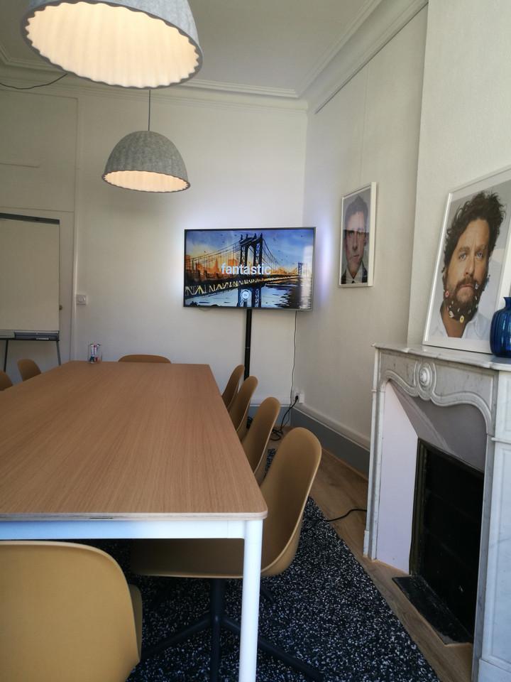 Salle de réunion dans un espace de coworking