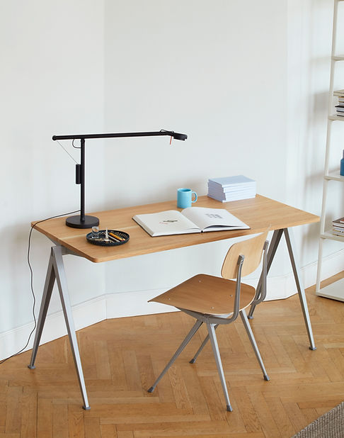 Pyramid Table 01 oak top beige frame_Res