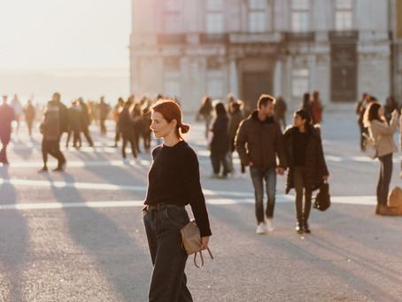 Os Jeans Slouchy e a Luz dourada de Lisboa