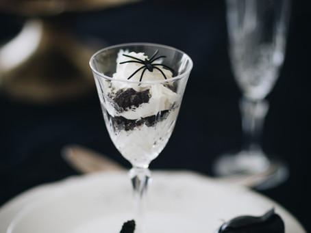 Mesa de Halloween, a melhor receita Canelés & uma sobremesa de copo